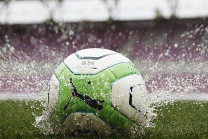 La pluie perturbe les matchs, pas le leader