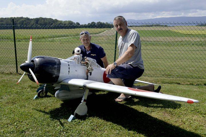 Des Frelons piqués de  modélisme aéronautique