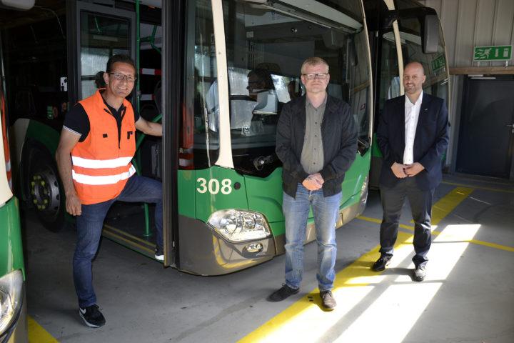 Des bus nettoyés de fond en comble