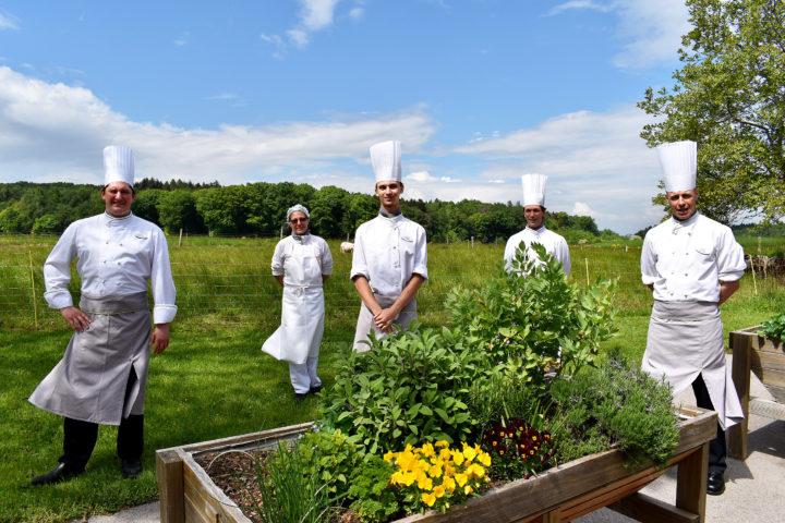 L'équipe de cuisine de la Fondation a vu ses missions augmenter avec l'arrivée du virus. Photo: Cornut