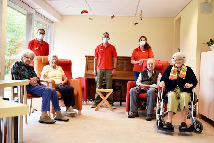 Claudine Bonzon, Huguette Croisier, Jean-Pierre Laffely et Jeannine Cart (assis) se sont prêtés à l'exercice des questions-réponses. Photo: Cornut