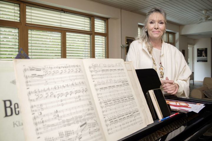 Elizabeth Sombart offre sa musique aux familles touchées par le deuil