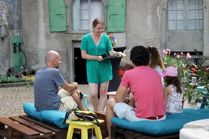 Un bar éphémère sous la Tour de l'Horloge de Saint-Prex