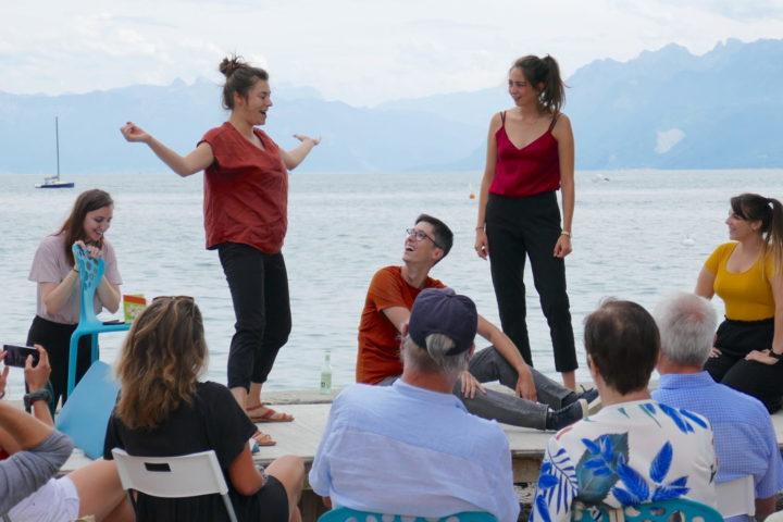 De jeunes comédiens morgiens improvisent avec succès au bord du lac