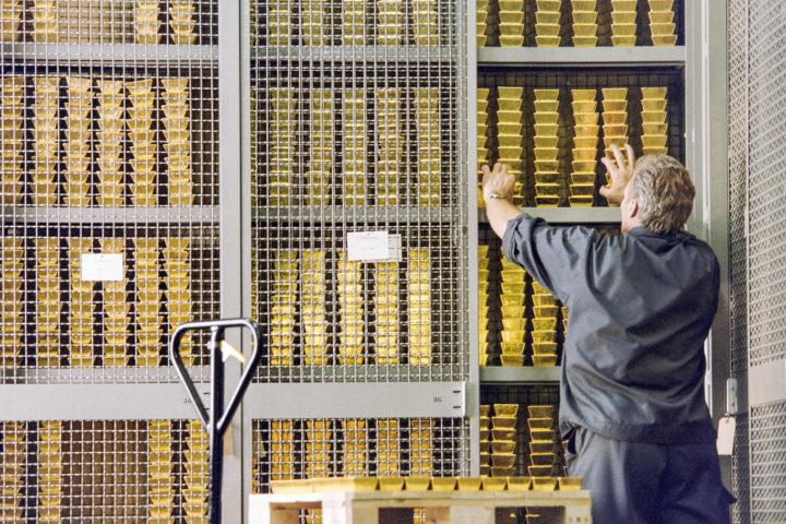 6000 pièces d'or enterrées dans le jardin!