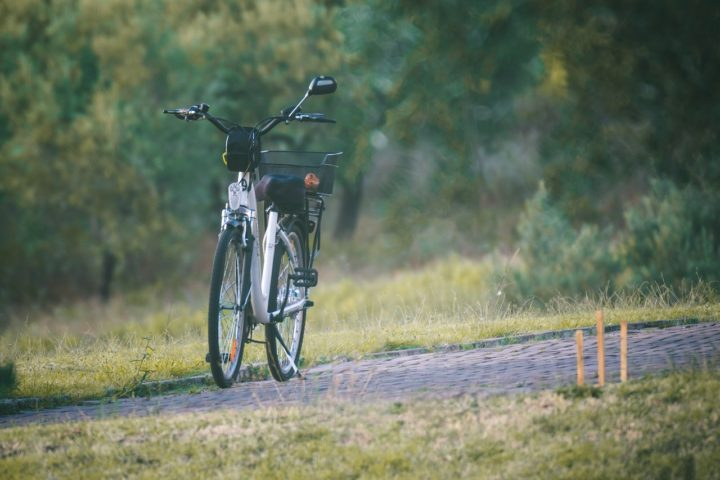 Les enfants devraient pouvoir rouler en vélo électrique dès 12 ans