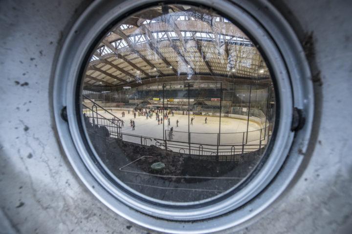 Réunir piscine et patinoire sous le même toit, pour ou contre?