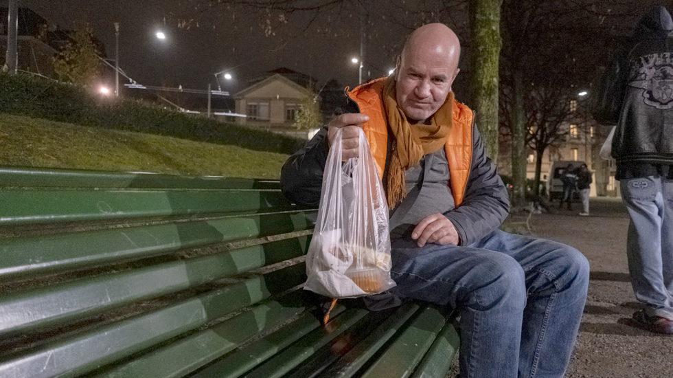 Des Fêtes seul et sans domicile fixe