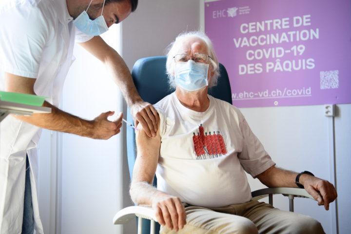 Jacques Dubochet parmi les premiers vaccinés à Morges