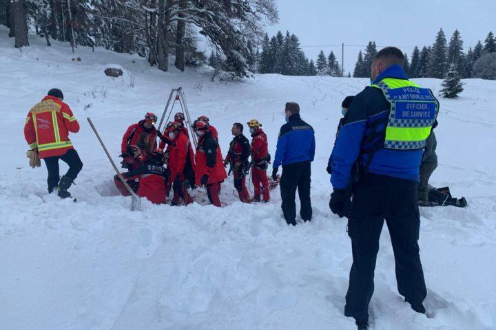 Opération de sauvetage d'une jeune fille au Mollendruz