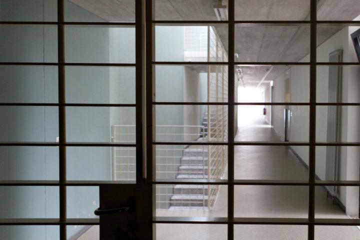 Surpopulation et places de travail insuffisantes dans les prisons