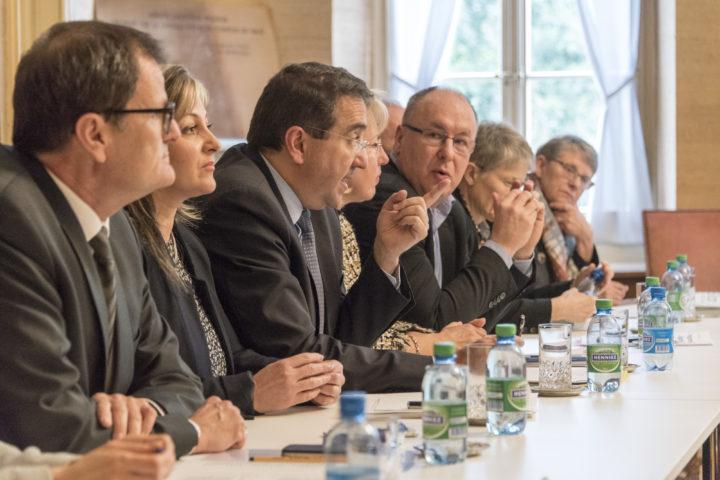 Lors d'un bilan de législature, ici en 2017, le chancelier s'assied à la table du Conseil d'État pour défendre les actions des cinq ans écoulés. Photo: Florian Cella/24Heures