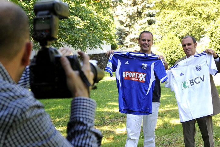 Morges, le 11 juillet 2011, CP LS (de g. à dr.): présentation des nouveaux maillots par Jean-François Collet et Alain Joseph (2 patrons du LS) / © Alain Rouèche