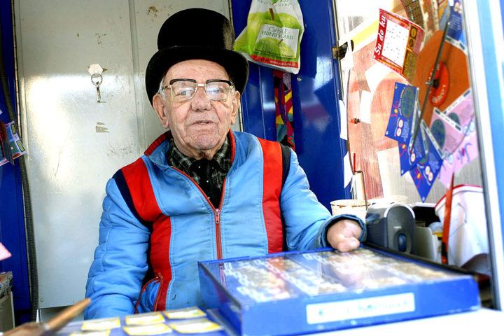 Morges, le 15 août 2006,  Joseph Bader, vendeur de billets de loterie / © Alain Rouèche