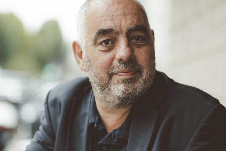 Le romancier-enquêteur Philippe Jaenada sera l'invité du Journal de Morges et de ses lecteurs le dimanche 5 septembre dans les caves du Château.