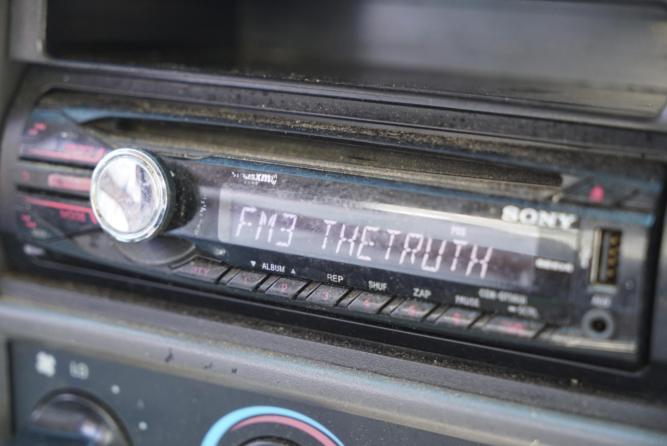 Dépôt d'une pétition contre la fin des radios FM