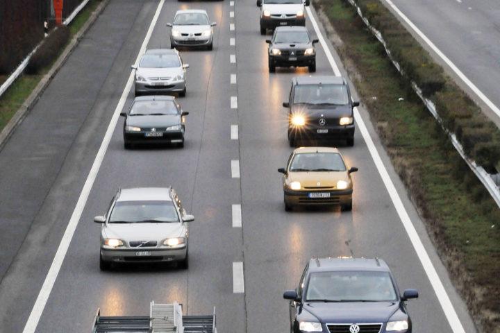 Réduire la vitesse sur l'autoroute pour éviter les bouchons