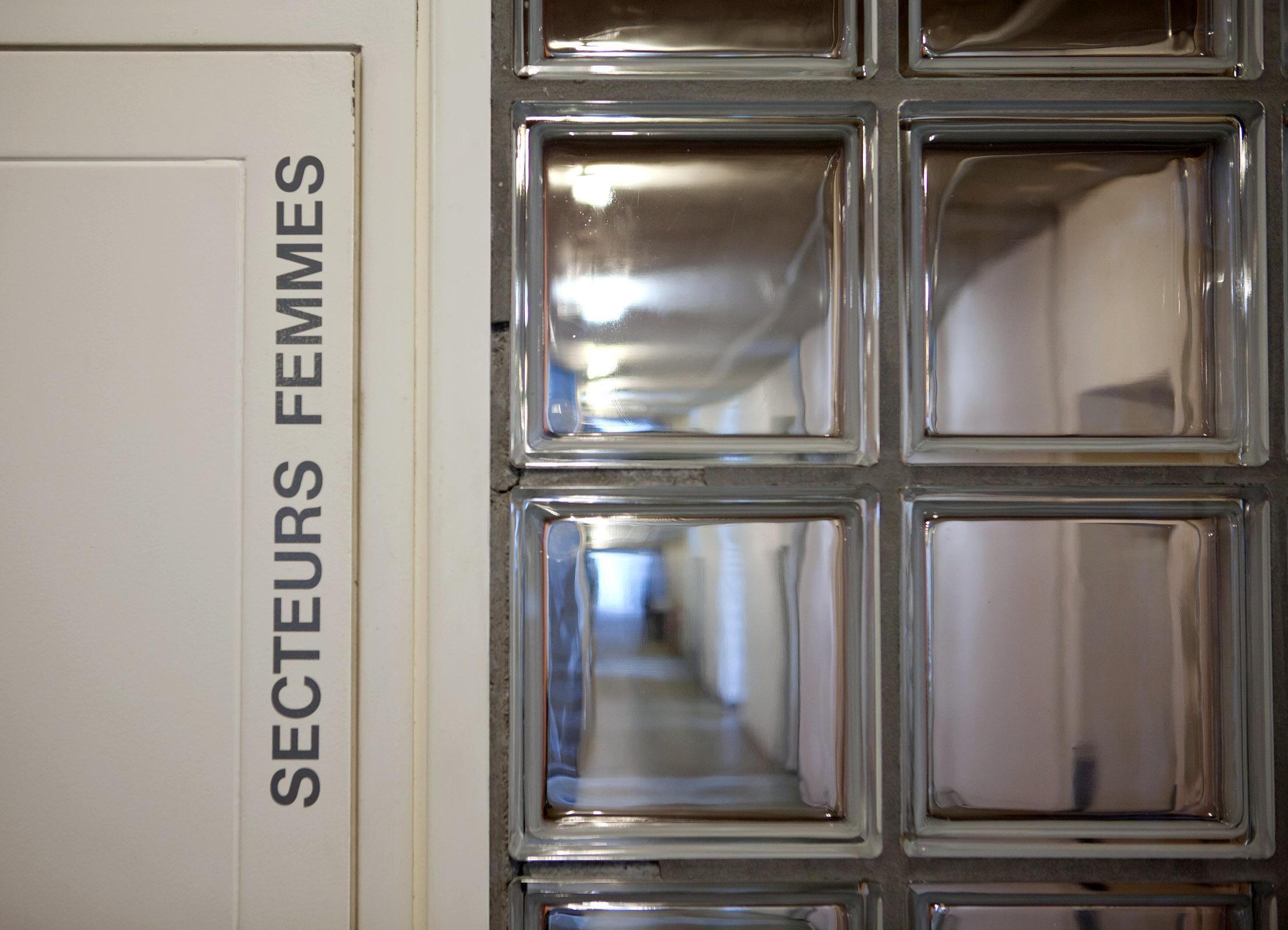Lonay: Un ancien gardien de prison jugé pour abus sexuels